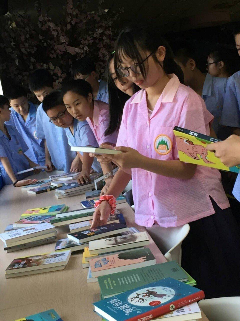 教部添42萬本課外書 國中小生每人一本入學禮