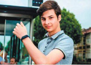 疫情當前  15歲少年研發禁摸臉手表