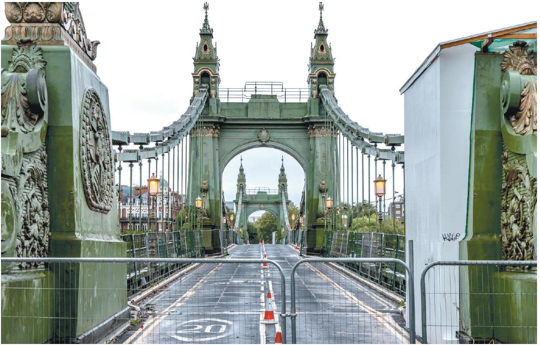 倫敦鐵橋快垮了