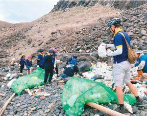 台南垃圾漂到澎湖 國小生淨灘好震撼